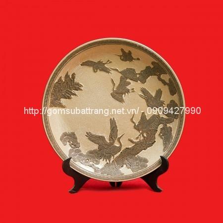 Đĩa khắc Tùng Hạc men rạn đường kính 45cm