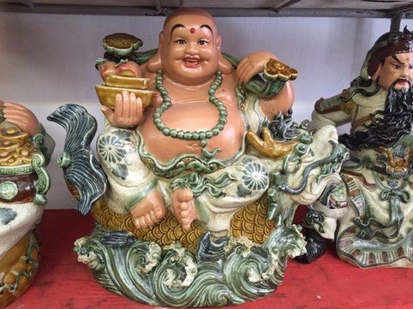 Tượng Di Lặc cưỡi cá chép hóa Rồng sứ Bát Tràng – men rạn cổ – cao 45 cm
